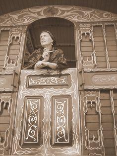 Caravan Gypsy Vardo Wagon:  #Gypsy at a vardo door. (paint detail;  many vardo photos on post)
