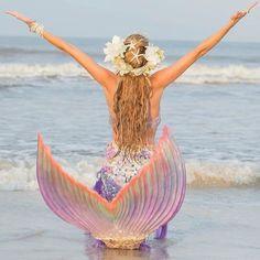 Image in summer💕 collection by ornilla.xo on We Heart It Mermaid Gifs, Mermaid Pose, Mermaid Pictures, Unicorns And Mermaids, Real Mermaids, Mermaids And Mermen, Beautiful Fantasy Art, Beautiful Fairies, Real Mermaid Videos