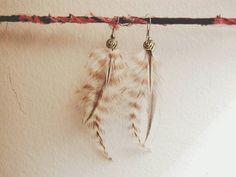 Retrouvez cet article dans ma boutique Etsy https://www.etsy.com/ca-fr/listing/250083040/boucles-doreilles-plumes-veritables