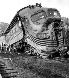 Passenger train 5661 Wrecked on 19 December 1963 at Mill Fork Utah (head-on collision with Freight train by Frank Morgan Diesel Locomotive, Steam Locomotive, Railroad Pictures, Abandoned Train, Abandoned Places, Train Pictures, Old Trains, Train Tracks, Train Station