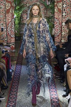 See all the Collection photos from Roberto Cavalli Spring/Summer 2017 Ready-To-Wear now on British Vogue Kimono Fashion, 70s Fashion, Fashion Week, Fashion 2017, Fashion Show, Fashion Outfits, Milan Fashion, Hippie Fashion, Roberto Cavalli