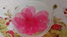 Forminha de tecido flor brinco de princesa com pérola, com base de 11 cm por 4cm, para casamento, eventos e festas.