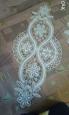 This Pin was discovered by Ilo Filet Crochet, Irish Crochet, Crochet Doilies, Crochet Lace, Macrame Patterns, Lace Patterns, Cross Stitch Patterns, Crochet Patterns, Romanian Lace