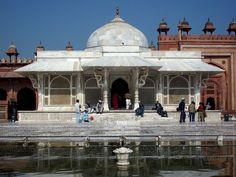 Fatehpur Sikri - All India Tour Packages Mughal Architecture, Dev Ji, Mughal Empire, India Tour, Travel Companies, Agra, India Travel, 16th Century, Taj Mahal