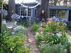 Just a little photo inspiration from the bakethiscake.com website. Carmel Cottage garden
