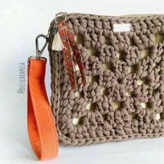 18 ideas for crochet bag zpagetti ideas Crochet Clutch Bags, Crochet Wallet, Crochet Coin Purse, Crochet Pouch, Crochet Purses, Diy Crochet, Crochet Motifs, Crochet Granny, Crochet Patterns