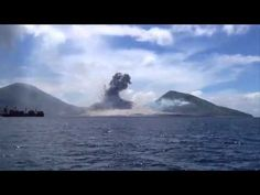 Real UFO Attack Caught on Camera Over New Guinea | UFO Sightings 2015 | Real UFO Footage - YouTube