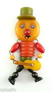 HUGE-Vintage-1930s-Multicolor-BAKELITE-Jointed-UKELELE-PLAYING-MAN-Brooch-PIN