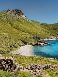 Kalo Ambeli beach, which is accessible only on foot or by boat, Serifos island, Cyclades, Greece Santorini Villas, Myconos, London House, Acropolis, Natural Earth, Ancient Greece, Greece Travel, Crete, Greek Islands