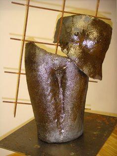 Poppets zerborstener Frauentorso mit Baustahlgitter Clay, Pottery, Ceramics, Objects, Sculptures, Ceramica, Ceramica, Pottery Marks, Ceramic Art
