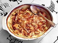 The humble potato is the backbone of British and Irish cooking. The versatility of the potato is unsurpassed, here are 30 of the best potato recipes.: 5 Gratins and Casseroles Bubble And Squeak, Easy Potato Gratin Recipe, Lamb Dinner, Dinner Menu, Dinner Ideas, Best Potato Recipes, Favorite Recipes, Humble Potato, Thing 1