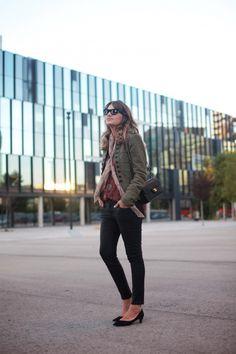 . Chaqueta / Jacket: Maje  . Camisa / Blouse: Mango  . Pañuelo / Scarf: Kate Moss for Topshop . Bolso / Bag: Chanel  . Gafas / Sunnies: Italia Independent