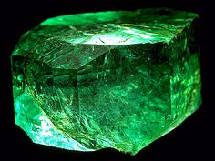 Found in 1967 at Vega de San Juan mine in Colombia, the Gachala Emerald is an uncut 5-cm emerald crystal weighing 858 carats. Now in the United States, it was donated to the Smithsonian Institution by the New York jeweler, Harry Winston.
