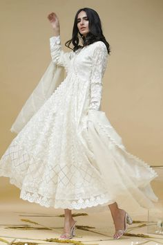 Long Gown Dress, Long Frock, Strapless Dress Formal, Simple Outfits, Simple Dresses, Nice Dresses, Awesome Dresses, Pakistani Dress Design, Pakistani Outfits