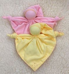 another pinner said, My oldest dd favorite doll was one of these. She loved her for year much more then the fancy waldorf dolls I made her. Doll Crafts, Baby Crafts, Sewing Crafts, Sewing Projects, Waldorf Crafts, Waldorf Dolls, Pillowcase Pattern, Quilt Pattern, Operation Christmas Child