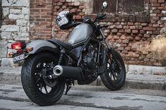 2017 Honda Rebel 500cc CMX500 Review - http://motorcyclecarz.com/honda-rebel-cmx500/