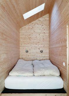 : A cabin with a view scandinavian retreat.: A cabin with a view Winter Cabin, Winter House, Sleeping Nook, Outdoor Bathtub, Modern Bathtub, Cute Furniture, Cabin Design, Prefab Homes, Scandinavian Home