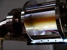Visor de la Monkey Machine con mosto en el proceso de filtrado.