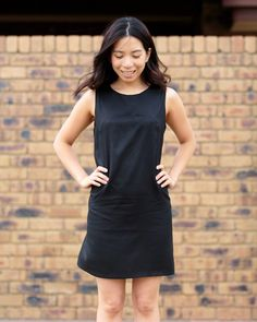 Loving this ultimate shift dress by Sew Over It. No zippers, no fuss, super quick and satisfying to sew up! Easy Sewing Projects, Sewing Projects For Beginners, Sewing Hacks, Sewing Tips, Sewing Ideas, Sew Over It, Shift Dress Pattern, Fabric Headbands, Leftover Fabric