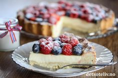 Skumkake til mai! Frisk, Panna Cotta, Cheesecake, Desserts, Food, Pai, Tailgate Desserts, Dulce De Leche, Deserts