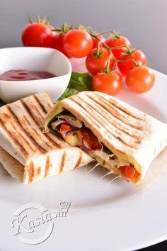 To chyba jedna z najszybszych propozycji obiadowo-kolacyjnych ;) Wystarczy placek tortilli, trochę sera, ugotowanego kurczaka lub szynki, ewentualnie sałata, cebula, papryka, pomidory. Wszystko wyst...