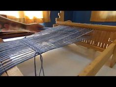 Comb loom: Class 1 (part free and free class - Tejidos - Outdoor Tables, Outdoor Decor, Weaving Projects, Tear, Loom Weaving, Sun Lounger, Crochet, Projects To Try, Outdoor Blanket