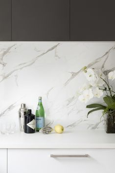 Two toned cabinets and a marble splashback - an iconic kitchen trend. For more inspiration visit kaboodle.com.au