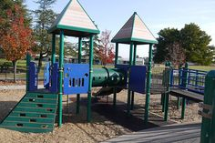 Corte Madera Town Park is a great park!  I thought the design of the playground was brillant.  All of the safety features are there and all of the fun too.