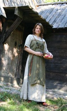 Short sleeves with an open side apron dress. Perfect AZ SCA garb.