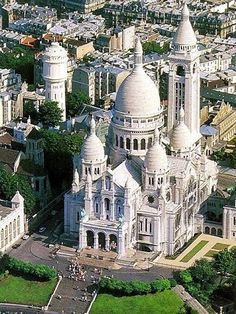Sacré-Cœur Basilica Iconic, domed white church, completed in 1912, with interior mosaics, stained-glass windows & crypt, at 35 Rue du Chevalier de la Barre, 75018 Paris, France...