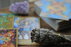 How to Read Tarot Cards For Beginners: What Does Your Future Hold? Best Tarot Decks, Tarot Cards For Beginners, Tarot Gratis, Hobbies For Women, Card Drawing, Tarot Spreads, Tarot Readers, Oracle Cards, Deck Of Cards