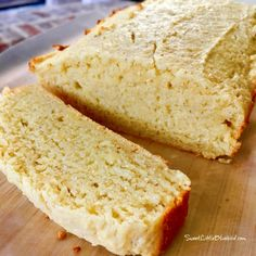 Looking for a delicious twist on cornbread? I have the best recipe - Easy Amish Sour Cream Cornbread! Easy Amish Sour Cream Cornbread - A quick, easy, super moist, dense, delicious cornbread that is made Cream Corn Bread, Sour Cream Cornbread, Best Cornbread Recipe, Sweet Cornbread, Buttermilk Cornbread, Amish Recipes, Cookbook Recipes, Sourdough Recipes, Dutch Recipes