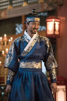 Queen for Seven Days - episodes *Park Min Young, *Yeon Woo Jin, *Lee Dong Gun, & Chansung supporting role. /the tragic love story between King Jungjong and his wife Queen Dangyeong. 연산군 역 이동건 Korean Hanbok, Korean Dress, Korean Outfits, Korean Traditional Dress, Traditional Fashion, Traditional Dresses, Oriental Fashion, Asian Fashion, Queen For Seven Days