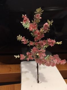 Tuto leaves and flowers Jicolin Advent 2018 Day 9 Mini Plants, Flowering Vines, Bougainvillea, Wisteria, Clematis, Flower Making, Miniatures, Planting Flowers, Leaves