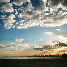 Un #cielo sin #nubes es como un arbol sin #flores. #Belleza máxima en el #atardecer de #Benicàssim sobre la #playa. #arena #mar #sunset #sea #beach #BenicassimParaiso #paraíso #Paradise #turismo #vacaciones #tourism #holiday