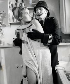 Shirley Eaton and Leslie Phillips in Carry On Constable. British Comedy, British Actors, Classic Tv, Classic Movies, Shirley Eaton, Silent Comedy, Comedy Actors, Vintage Television, Celebrity Stars