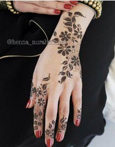Henna nakish tattoo Hena Designs, Unique Mehndi Designs, Beautiful Mehndi Design, Latest Mehndi Designs, Henna Tattoo Designs, Arabian Mehndi Design, Henna Drawings, Finger Henna, Mehndi Design Pictures