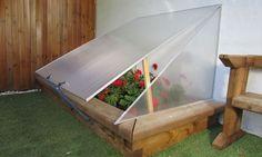 En Bricomanía vamos a ver cómo hacer un invernadero; un trabajo sencillo con el que podremos disfrutar del mundo de la jardinería durante todo el año.