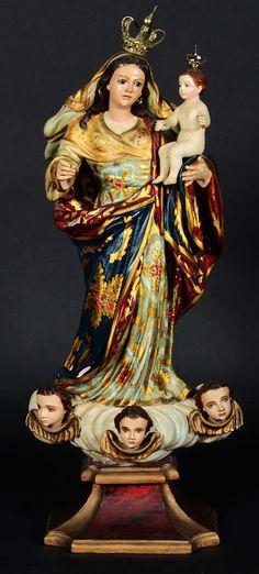 Nossa Senhora com menino - Antiga imagem de madeira policromada e dourada. Olhos de vidro. Com coroas. Altura: 74cm. Base R$3.000,00. Nov15.