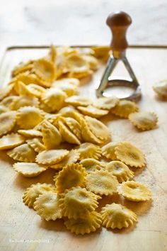 Learn to Make Italian Food Wine Recipes, Pasta Recipes, Dessert Recipes, Cooking Recipes, Italian Pasta, Italian Dishes, Ravioli, Italy Food, Pasta Maker