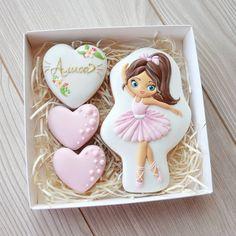 Нет описания фото. Icebox Cookies, Spice Cookies, Cute Cookies, Royal Icing Cookies, Sugar Cookies, Ballerina Cookies, Bolacha Cookies, Cupcake Shops, Birthday Cookies