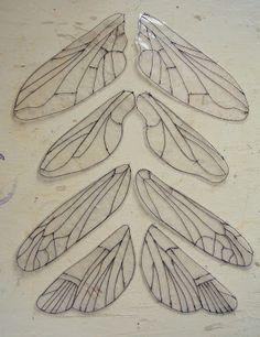 Make CD mosaic on fan blade dragonfly wings Dragonfly Wings, Insect Wings, Fan Blade Dragonfly, Butterfly Wings Costume, Fairy Wings Costume, Woodland Fairy Costume, Beaded Dragonfly, Insect Art, Diy Wings