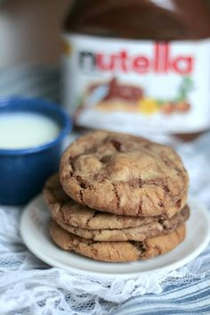 Indigo Scones: Nutella Chocolate Chip Cookies, Perfected -- neat technique, could do half with biscoff and half with nutella Just Desserts, Delicious Desserts, Yummy Food, Healthier Desserts, Nutella Chocolate Chip Cookies, Yummy Treats, Sweet Treats, Cookie Recipes, Dessert Recipes