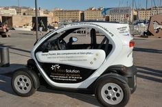 Il affiche son CV sur un véhicule électrique dans les rues de Marseille