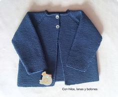 Ravelry: Chaqueta Shalma Pattern By Con - Diy Crafts - Marecipe Diy Crochet Cardigan, Baby Cardigan Knitting Pattern Free, Crochet Mat, Baby Knitting Patterns, Brei Baby, Baby Kimono, Baby Pullover, Crochet Toddler, Knitted Baby Clothes