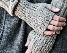 long fingerless mittens ~ pattern from Helga Isager Knit Mittens, Knitted Gloves, Knitting Projects, Knitting Patterns, Hat Patterns, Free Knitting, Fingerless Mitts, Wrist Warmers, Knitting Accessories