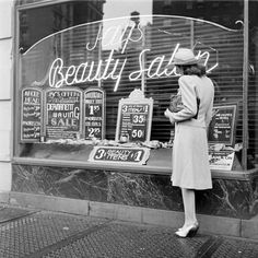 Vintage Hairstyles Beauty salon, (love the chalk board signs) Vintage Hair Salons, Salon Pictures, Salon Style, Beauty Shop, Vintage Beauty, Vintage Soul, Retro Vintage, Vintage Fashion, Vintage Hairstyles