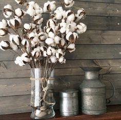 If you love a cozy feel, take a look at these 5 essential elements for rustic farmhouse decor. Indeed, the rustic look is happening. Country Decor, Rustic Decor, Galvanized Decor, Diy Home Decor, Room Decor, Cotton Decor, Decorating With Cotton, Table Design, Deco Floral