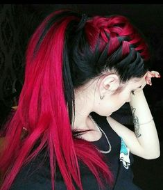 Haarfarbe Schwarz Rot 37 Modern Ideen Mehr Als Haarfarbe Schwarz Rot Rote Ombre Frisur Ideen F R Kurzhaarfrisuren Red Ombre Hair, Red Black Hair, Black Hair With Color, Hot Pink Hair, Violet Hair, Pastel Hair, White Hair, Purple Hair, Cool Braid Hairstyles