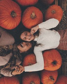Fantastic Photo ig: stormgxrl shared by Cαmιℓα on We Heart It Thoughts Pumpkins tend to be beautiful round, brilliant lemon, and in fall they mustn't be lacking especial Fall Pictures, Bff Pictures, Fall Photos, Cute Photos, Fall Pics, Fall Inspiration, Autumn Aesthetic, Best Friend Pictures, Friend Pics